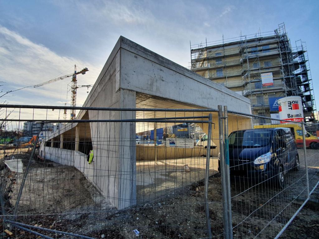 Einzelhandel und Wohngebäude im München - Tiefgaragenzufahrt