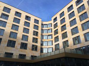 Gateway Garden Plaza - Fassade Innenseite