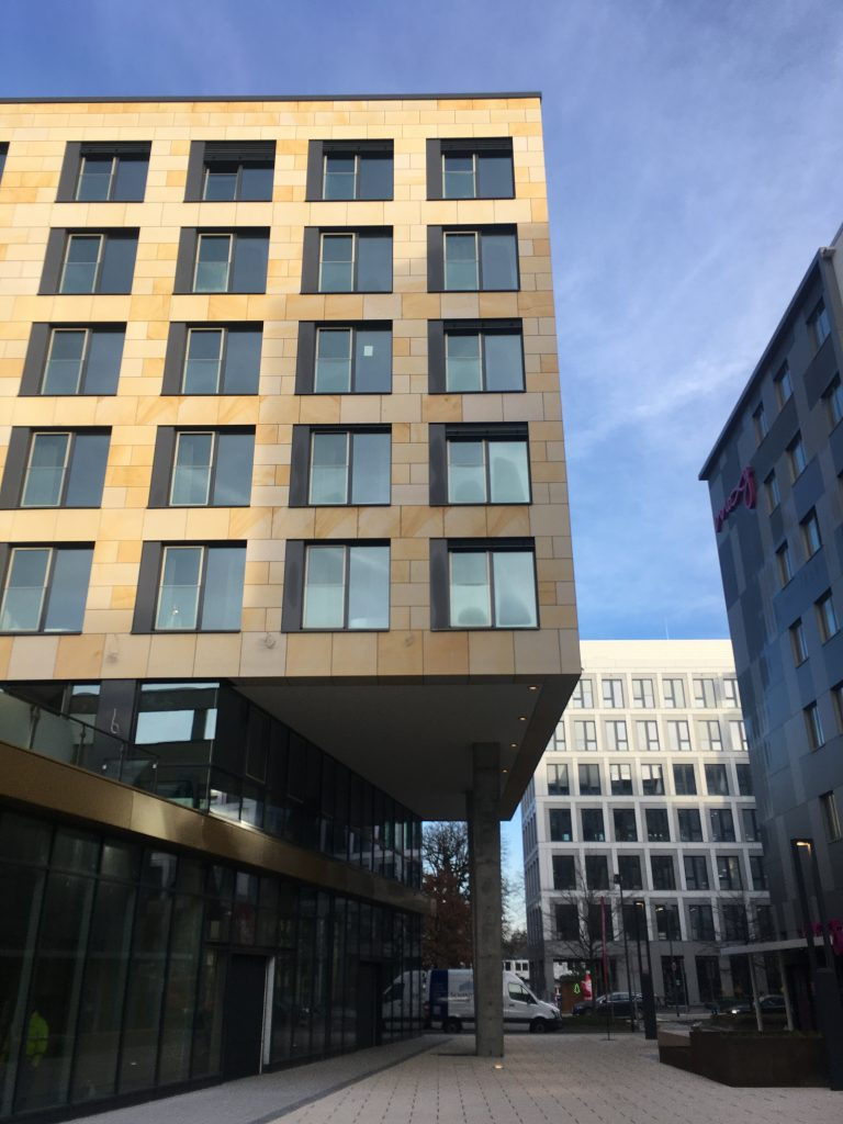 Gateway Garden Plaza - Fassade